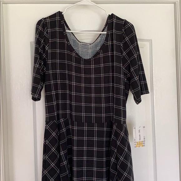 LuLaRoe Dresses & Skirts - LuLaRoe 3XL Nicole dress